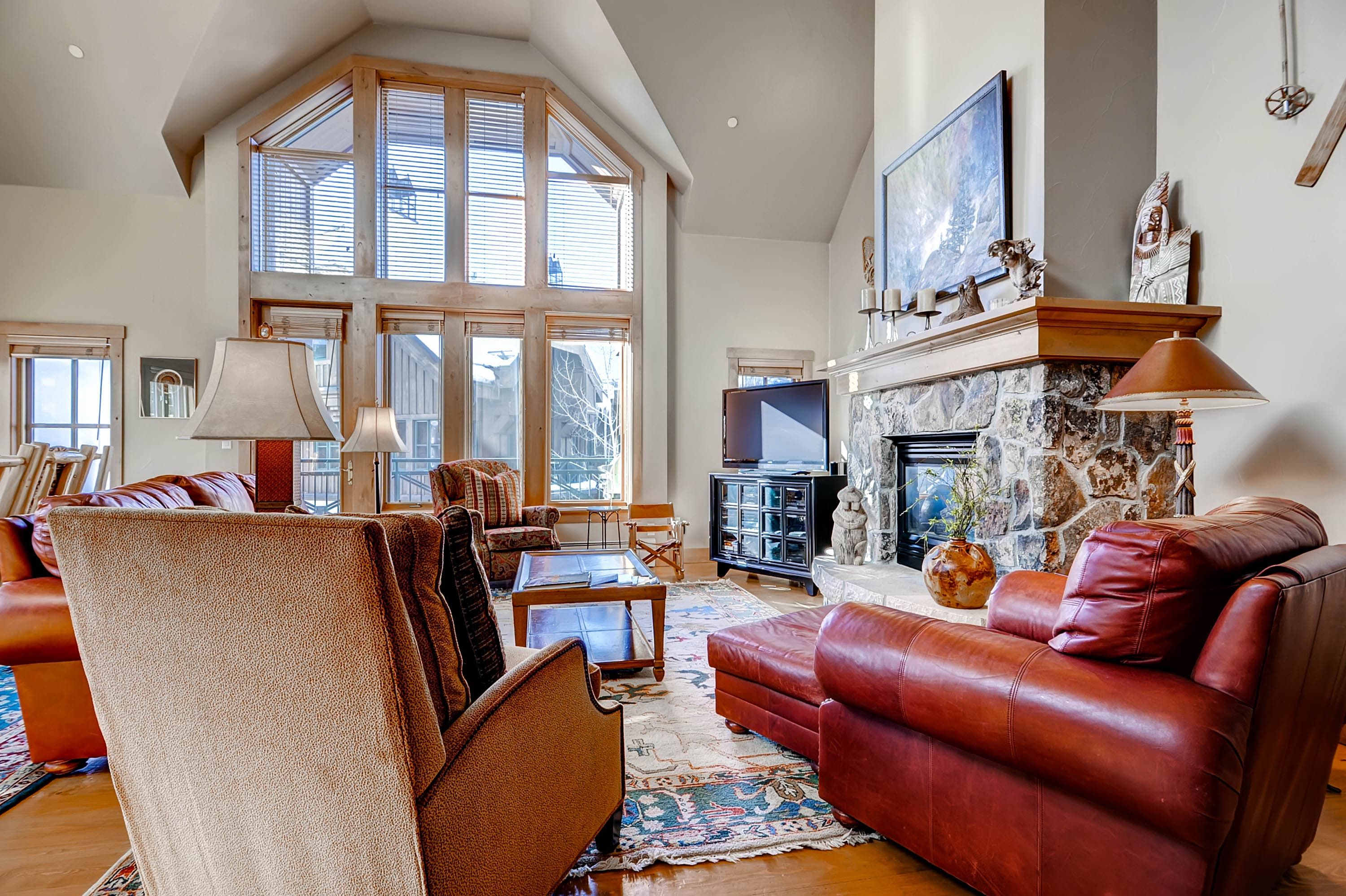 Property Image 1 - Roomy, Sun-Lit Townhome with On-Site Pool, Hot Tub & Skiing
