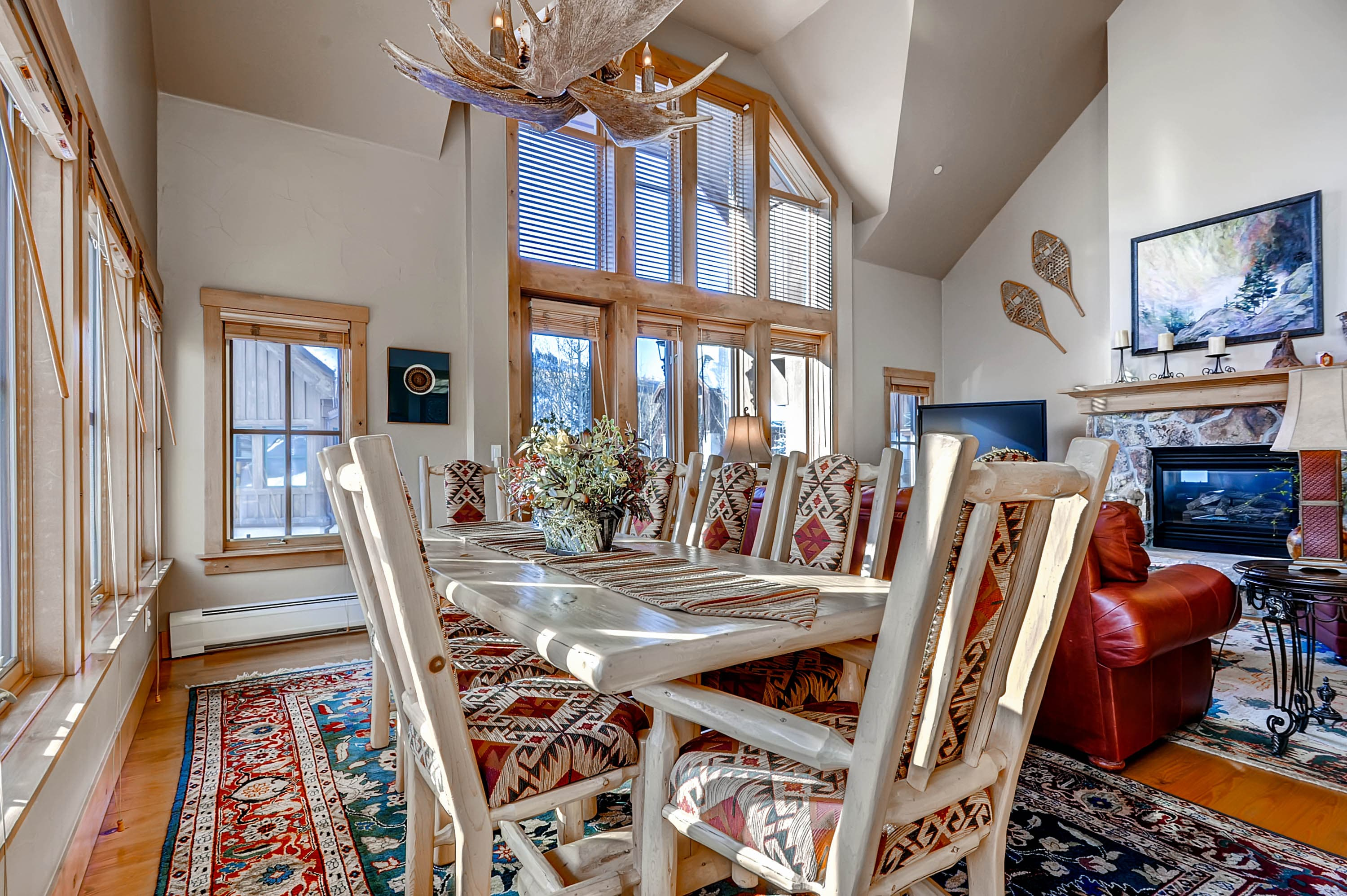 Property Image 2 - Roomy, Sun-Lit Townhome with On-Site Pool, Hot Tub & Skiing