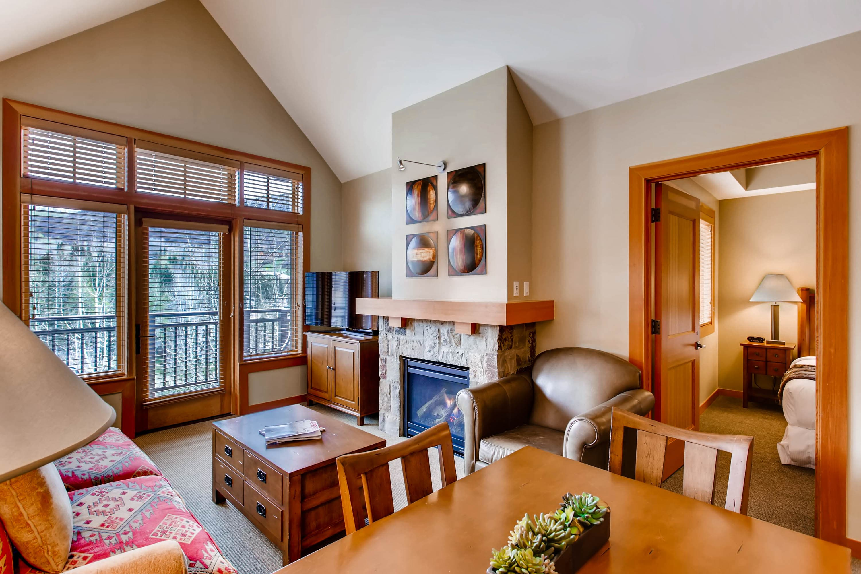Property Image 1 - Comfortable mountain apartment with vaulted ceilings in Capitol Peak Lodge