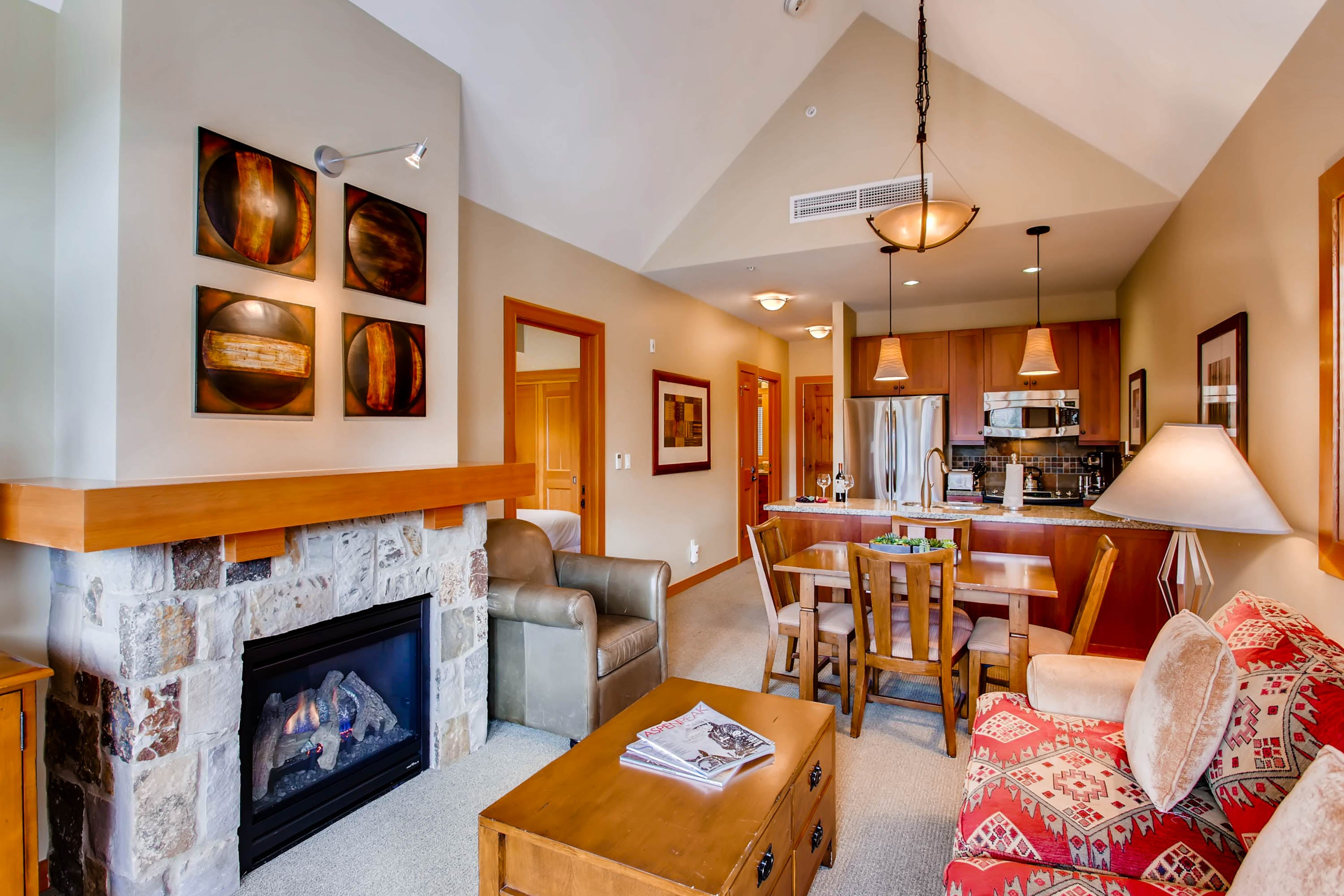 Property Image 2 - Comfortable mountain apartment with vaulted ceilings in Capitol Peak Lodge