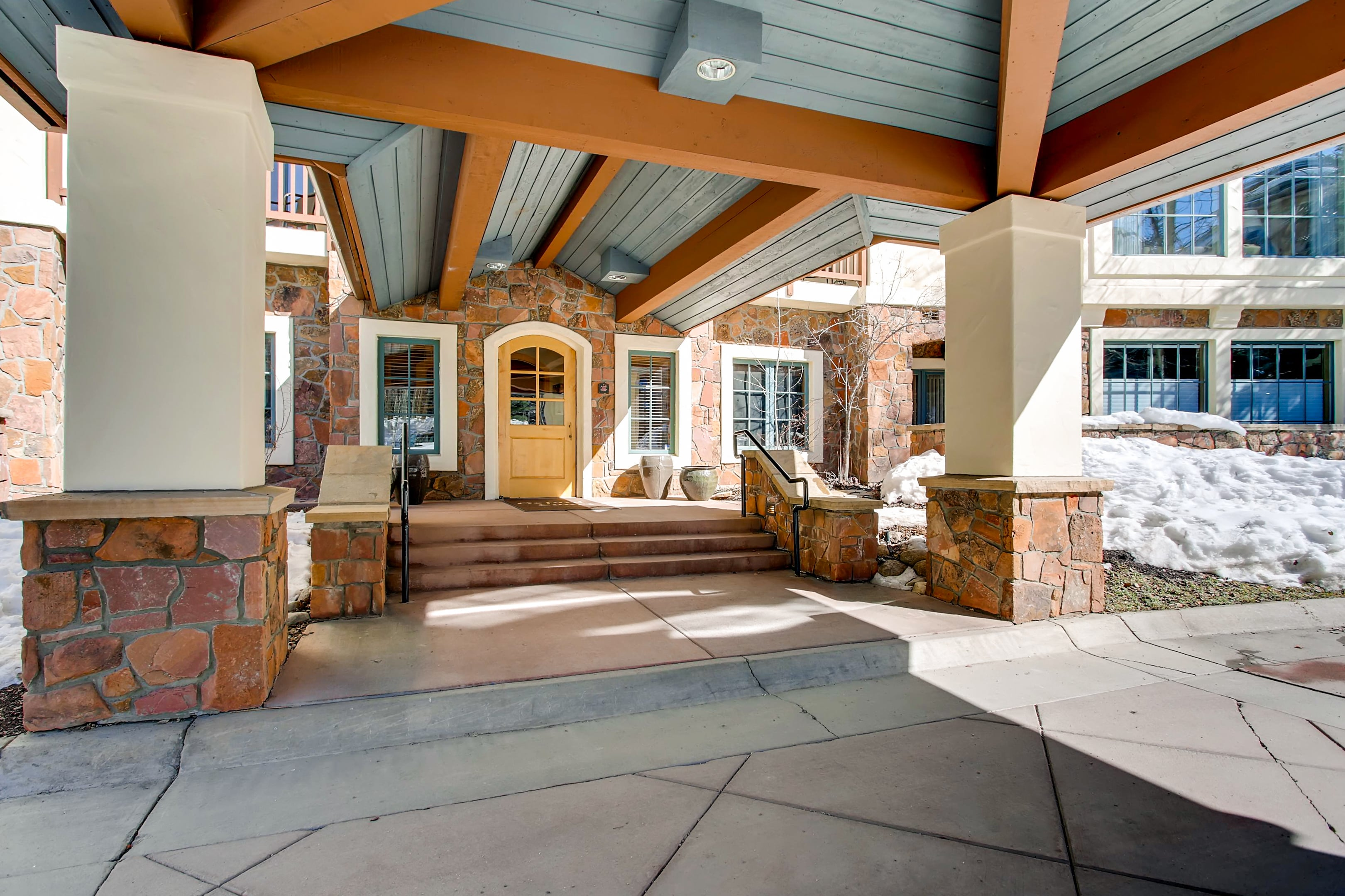 Beaver Creek Condo with Ample Space and Mountain Views