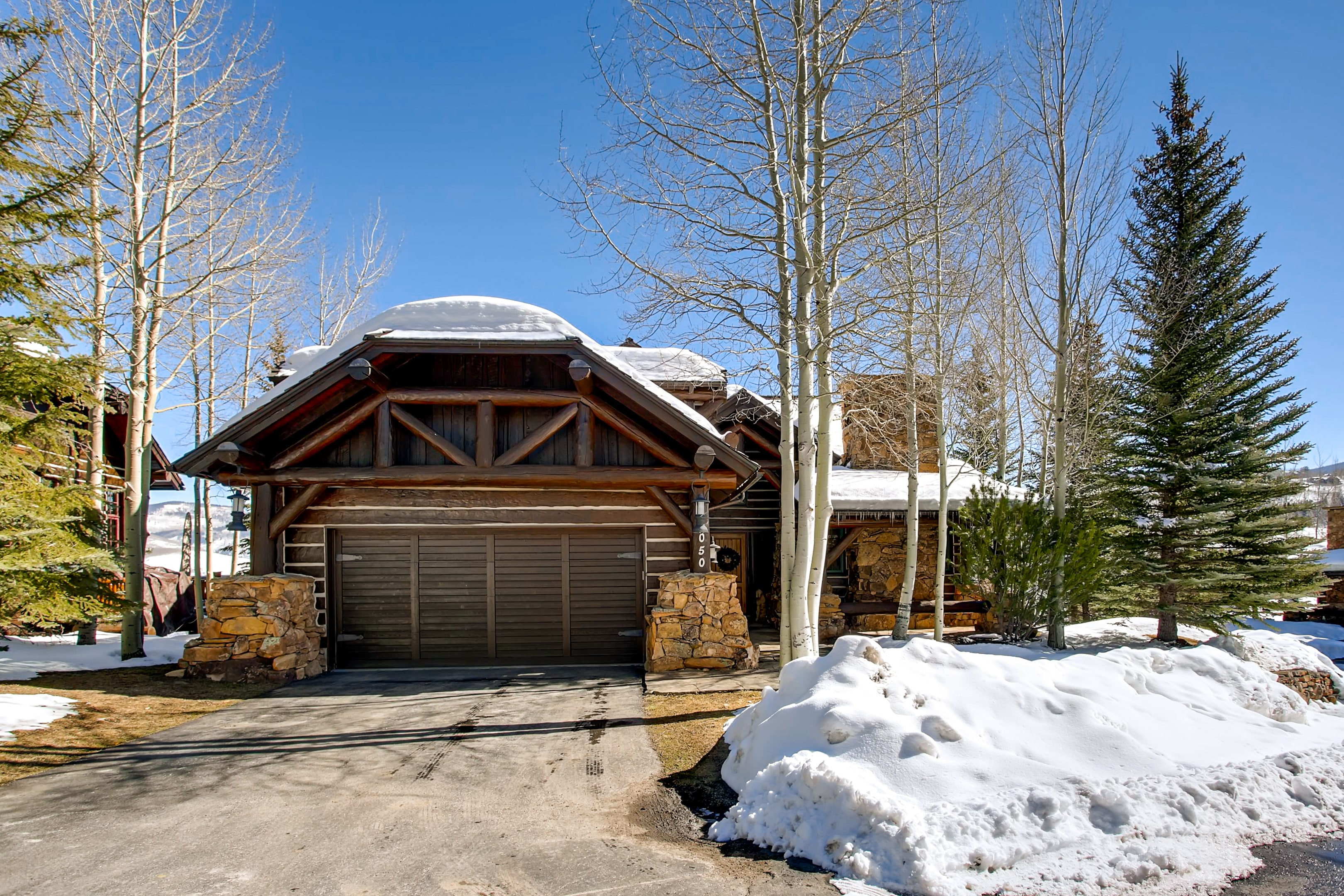 Beautiful Luxury Home in Bachelor Gulch Ample Space
