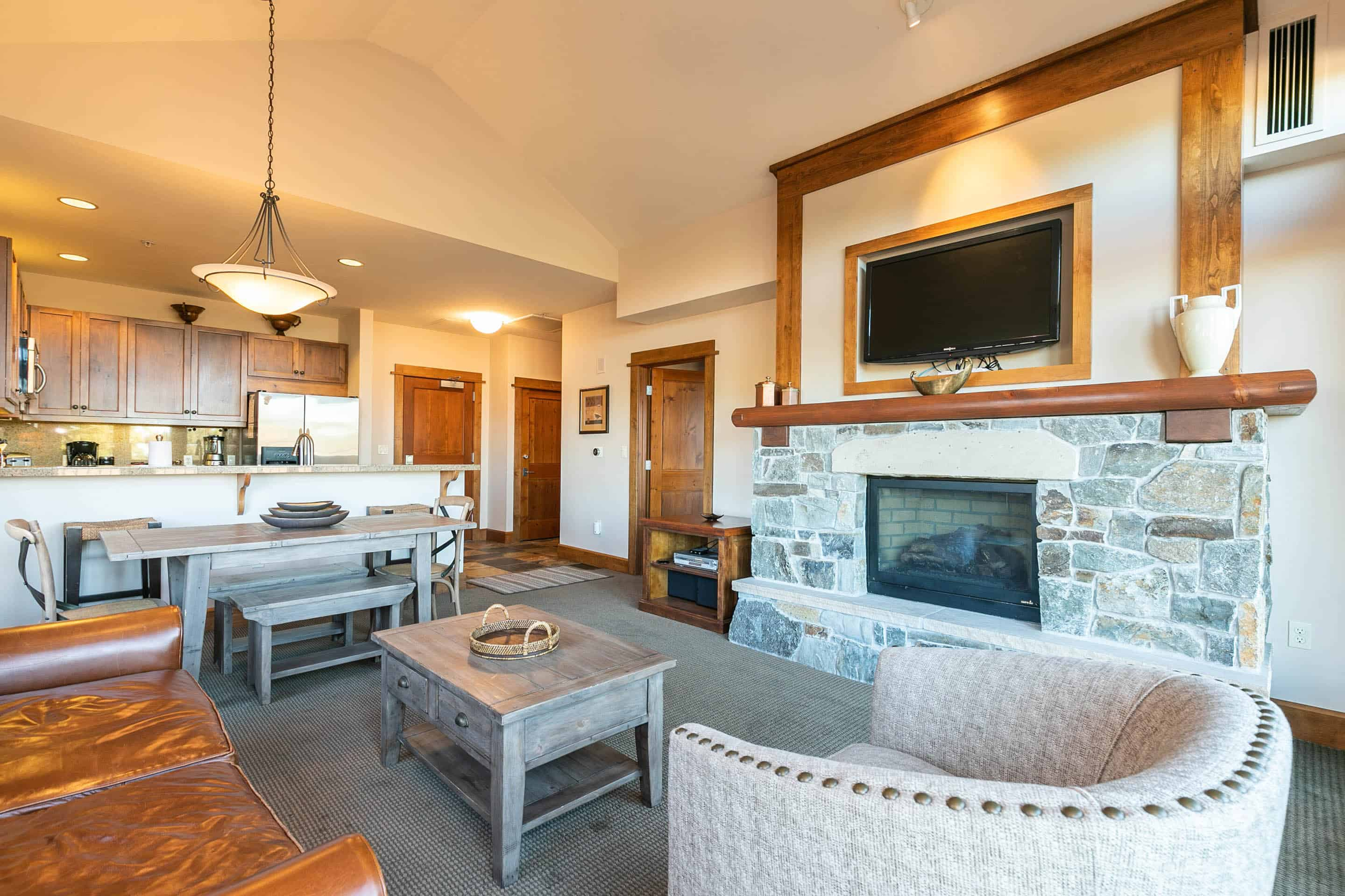 Platinum, pitched ceilings, spacious interior, walk to Village fun + skiing
