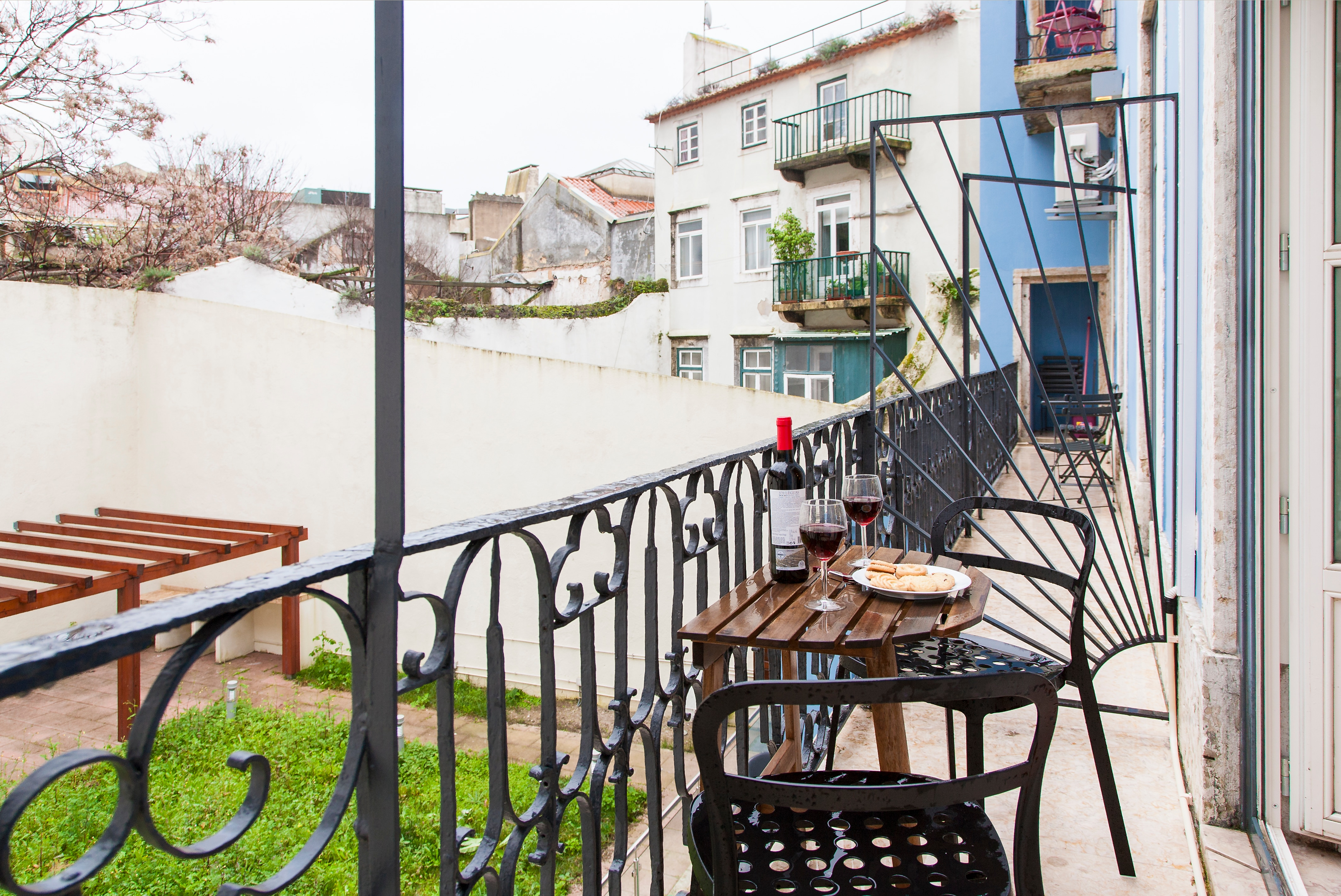 Spacious Two Bedroom Apartment with Balcony and City View in Chiado