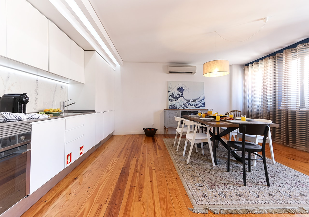 Lively 2BR Apartment with patio In Avenida