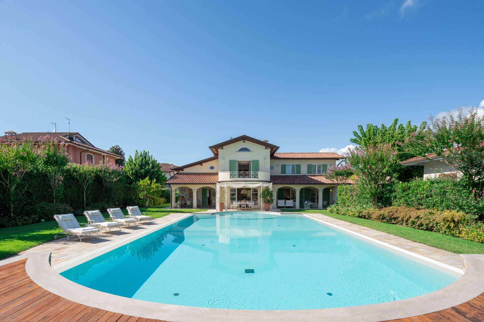 Property Image 1 - Beautiful Mansion with large swimming pool for both holidays and business meetings