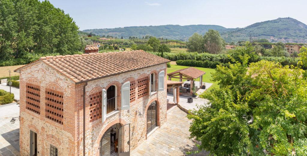 Graceful Estate located near Historic Villages