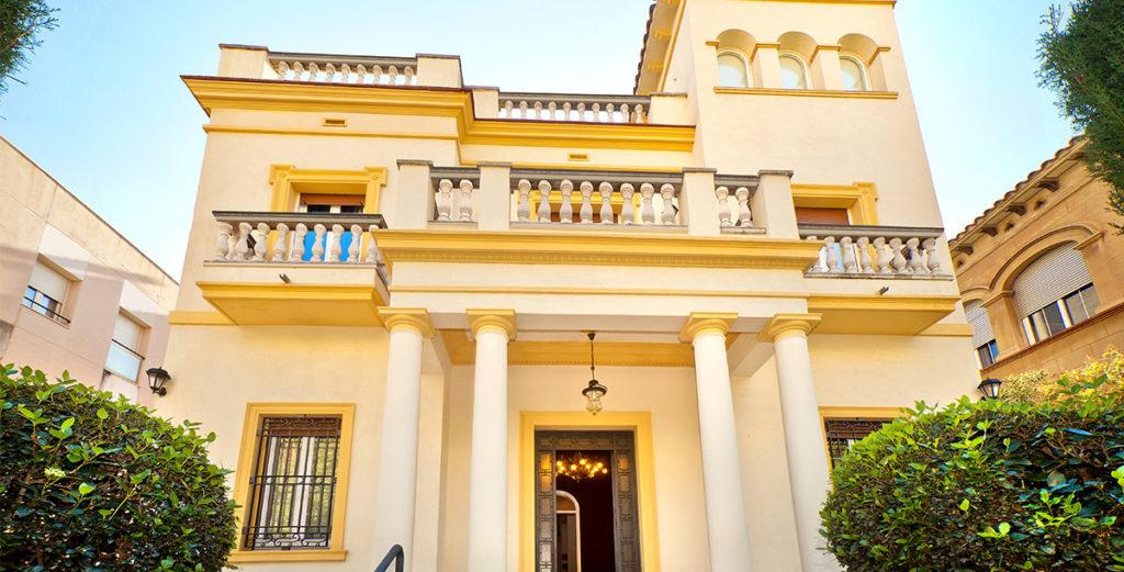 Property Image 2 - Charming Neoclassical Villa in Quiet Horta-Guinardo Neighborhood