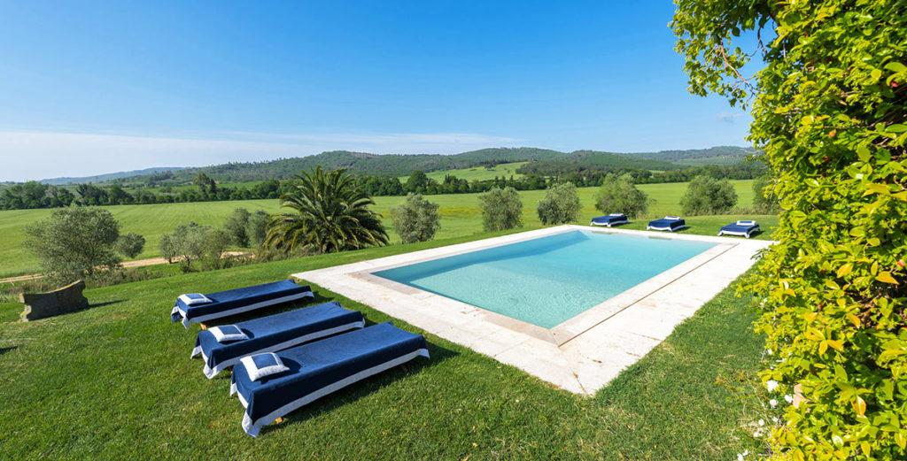Lovely Beamed Villa with Converted-Silo Annex in Maremma