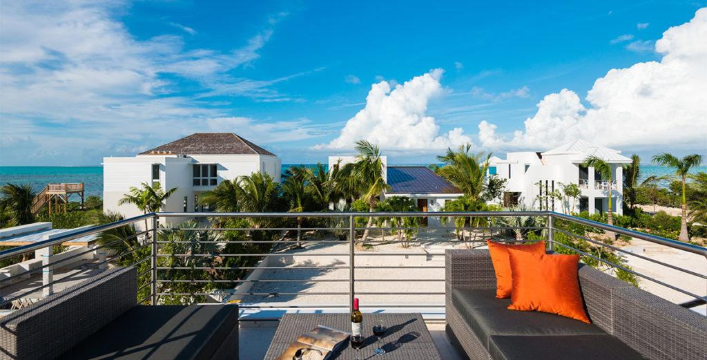 1 Bedroom Modern Villa With Pool and Roof Deck in Turtle Cove