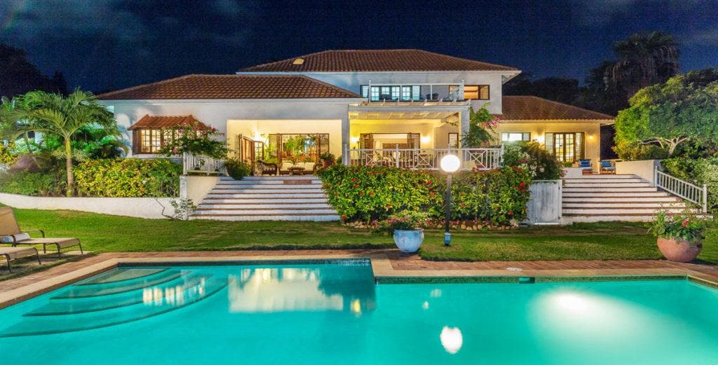 Modern Caribbean House with Exclusive Club Access