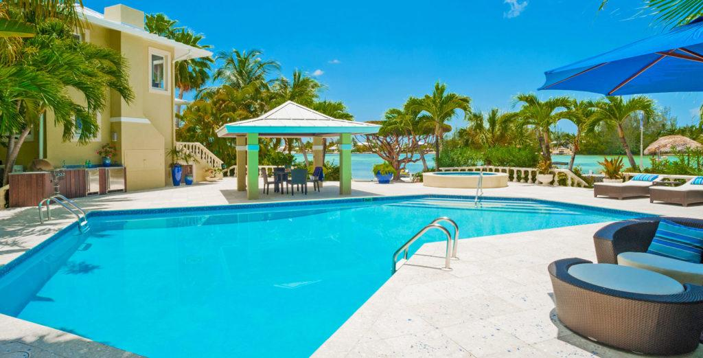 Shoreside Mansion equipped with Family Amenities