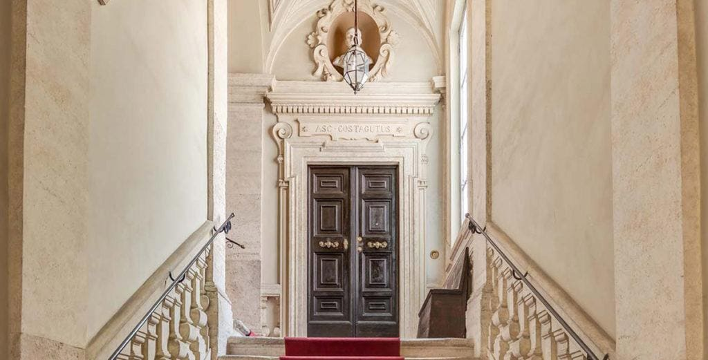 Property Image 2 - Elegant Apartment containing Priceless frescoes And Art