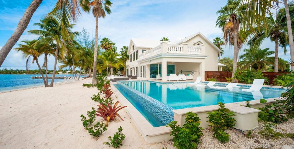 Waterfront House with Exclusive Yacht Club Access