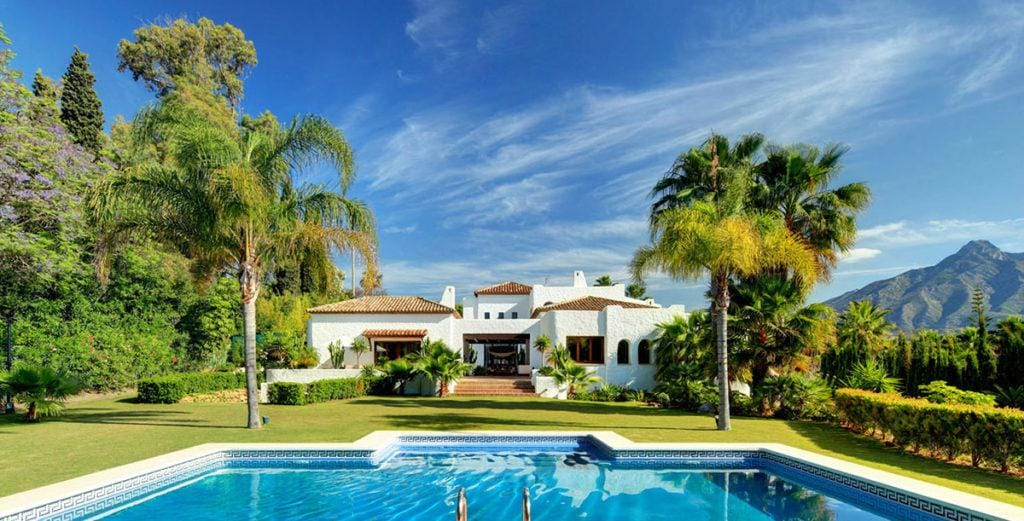 Property Image 2 - Stunning House with Scenic Pool And Pool House
