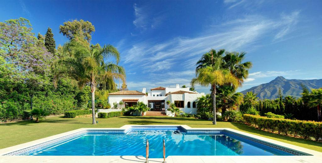 Property Image 1 - Stunning House with Scenic Pool And Pool House