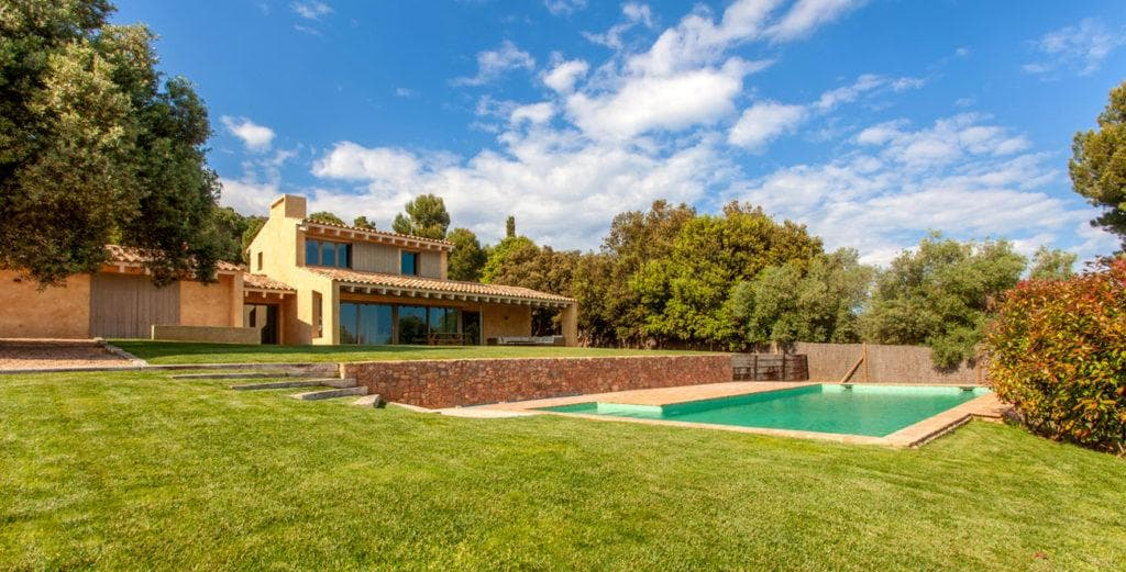 Property Image 1 - Peaceful Rural Villa with Pool Terrace and Sloping Lawns