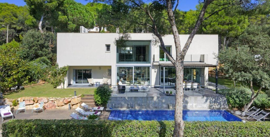 Property Image 1 - Modern Hill-side Villa with Pool Terrace and Garden