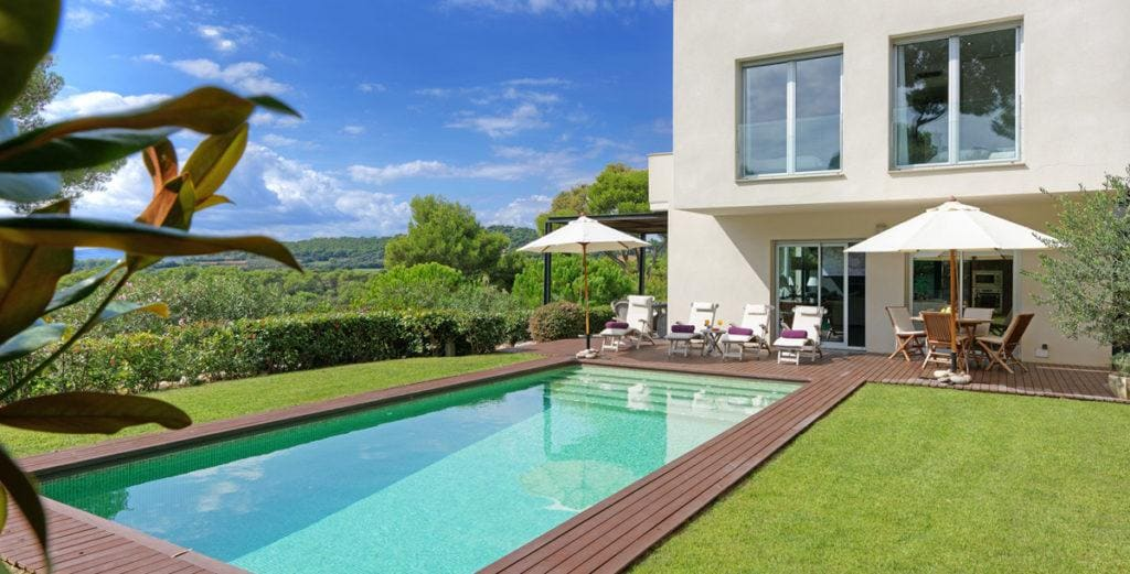 Property Image 2 - Stylish Modern House With Large Garden and Pool Terrace