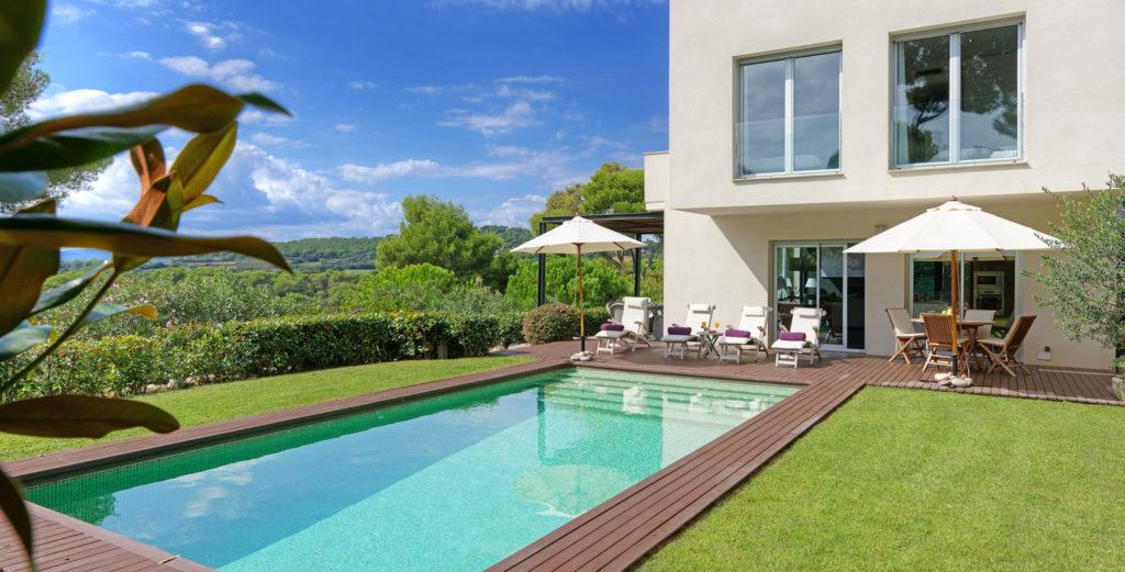 Property Image 1 - Stylish Modern House With Large Garden and Pool Terrace