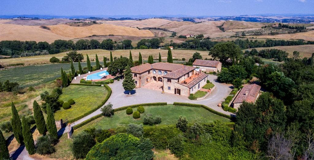 Property Image 2 - Timeless Val d'Orcia Villa Set in Wine-Producing Estate
