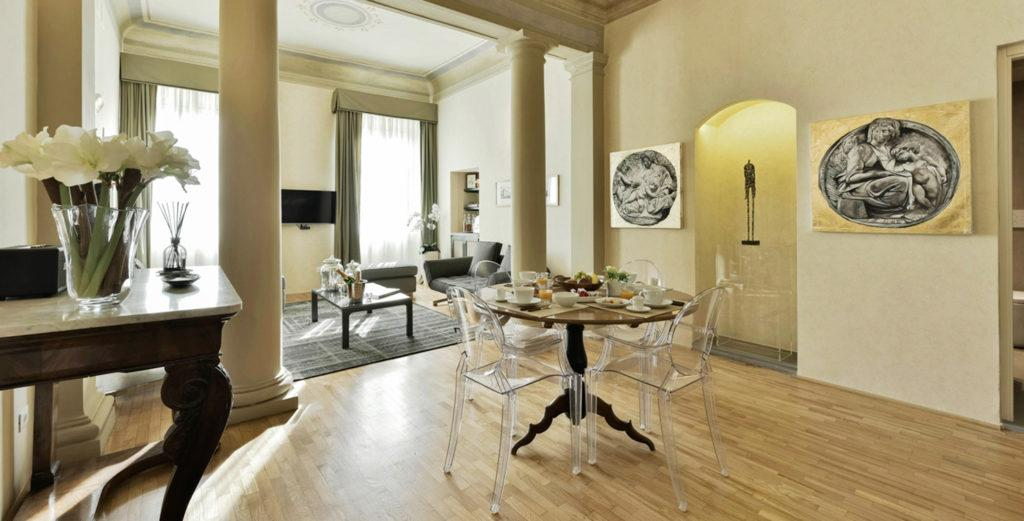 Fashionable Luxury Apartment with Sauna in Historical Florentine Palazzo