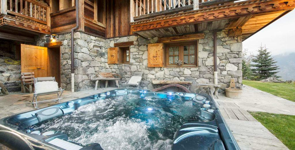 Property Image 2 - Lovely Old-Wood Chalet with Terrace Jacuzzi in Courchevel