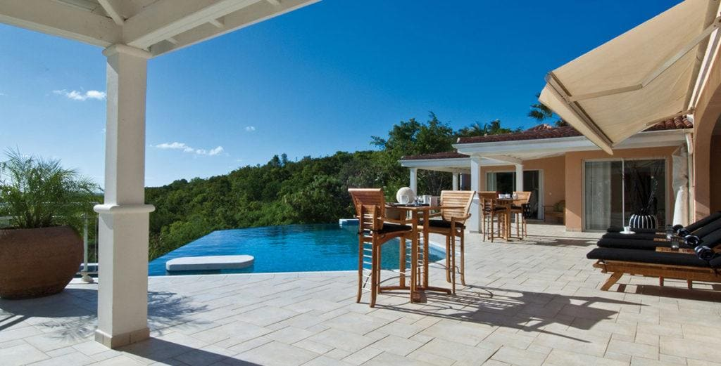 Unforgettable Hillside Villa with Large Swimming Pool in Terres Basses