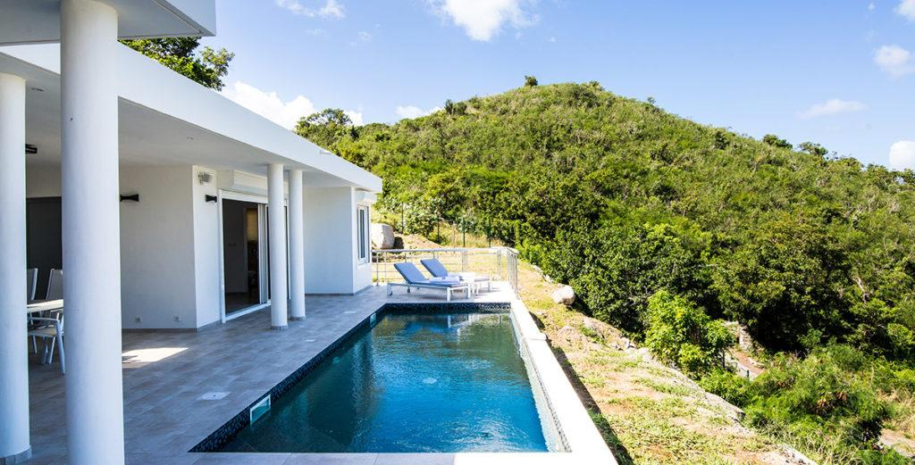 Romantic Villa with Spacious Bedroom Overlooking Anse Marcel Beach