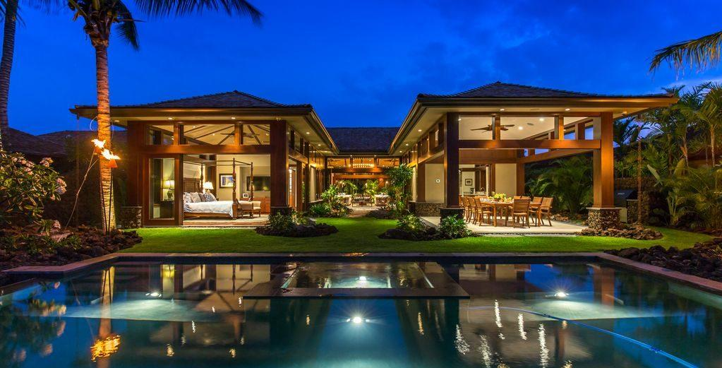 Contemporary Island-Style Villa on Ninth Hole of Golf Course
