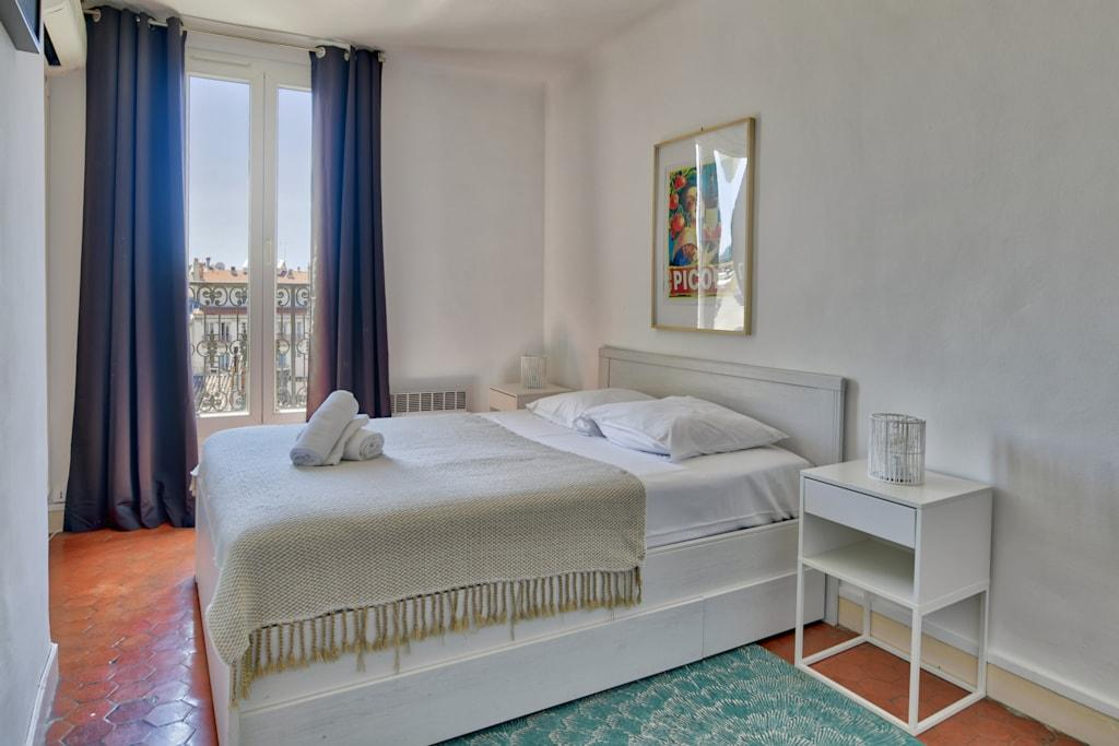 Property Image 2 - Stylish Apartment With A View Of The Mystical Port Of Marseille