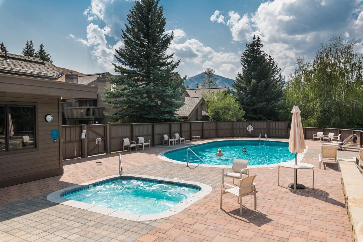 Corner Condo Near Dollar Mountain with Hot Tub Access