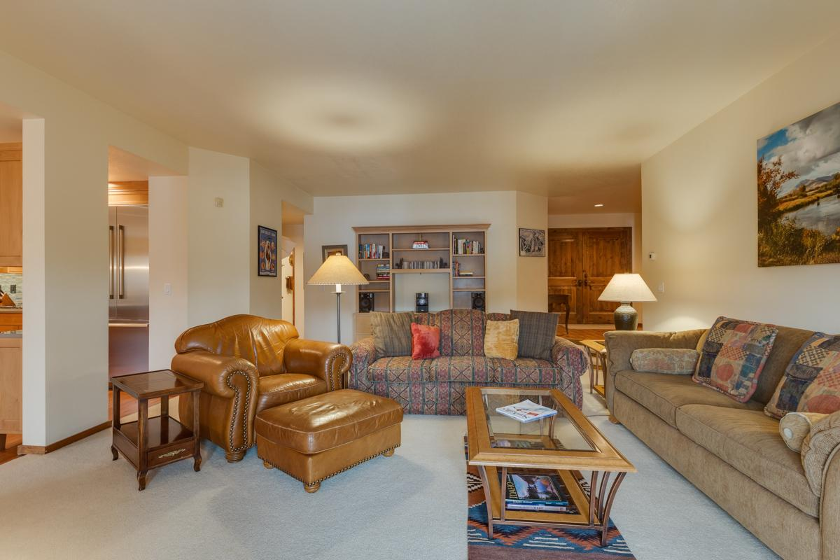 Inviting Elkhorn Condo with Hot Tub Access and Views