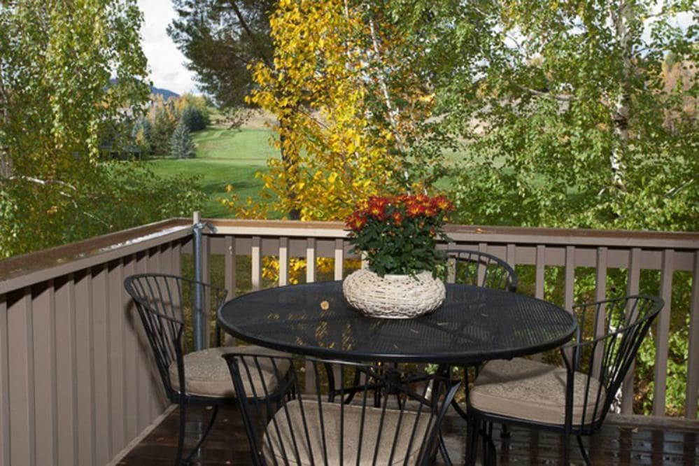 Elkhorn Condo with Golf Course Views and Lodge Decor