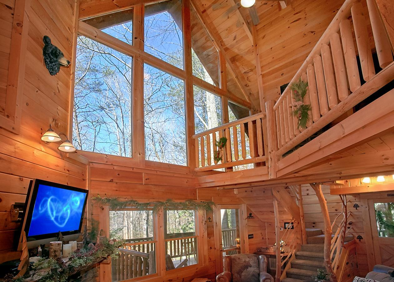 Classic Log Cabin with Pool Table and Hot Tub