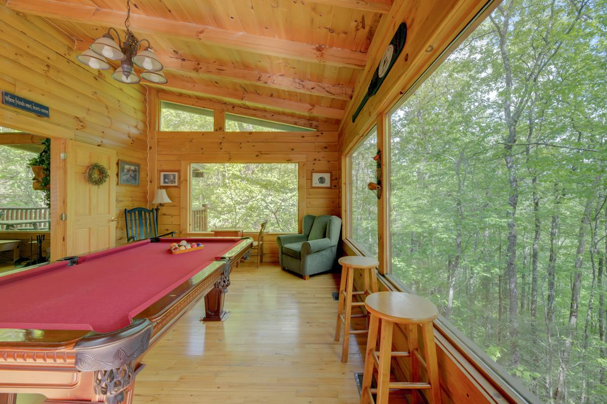 Cozy, Secluded Cabin with Pool Table and Treetop Views