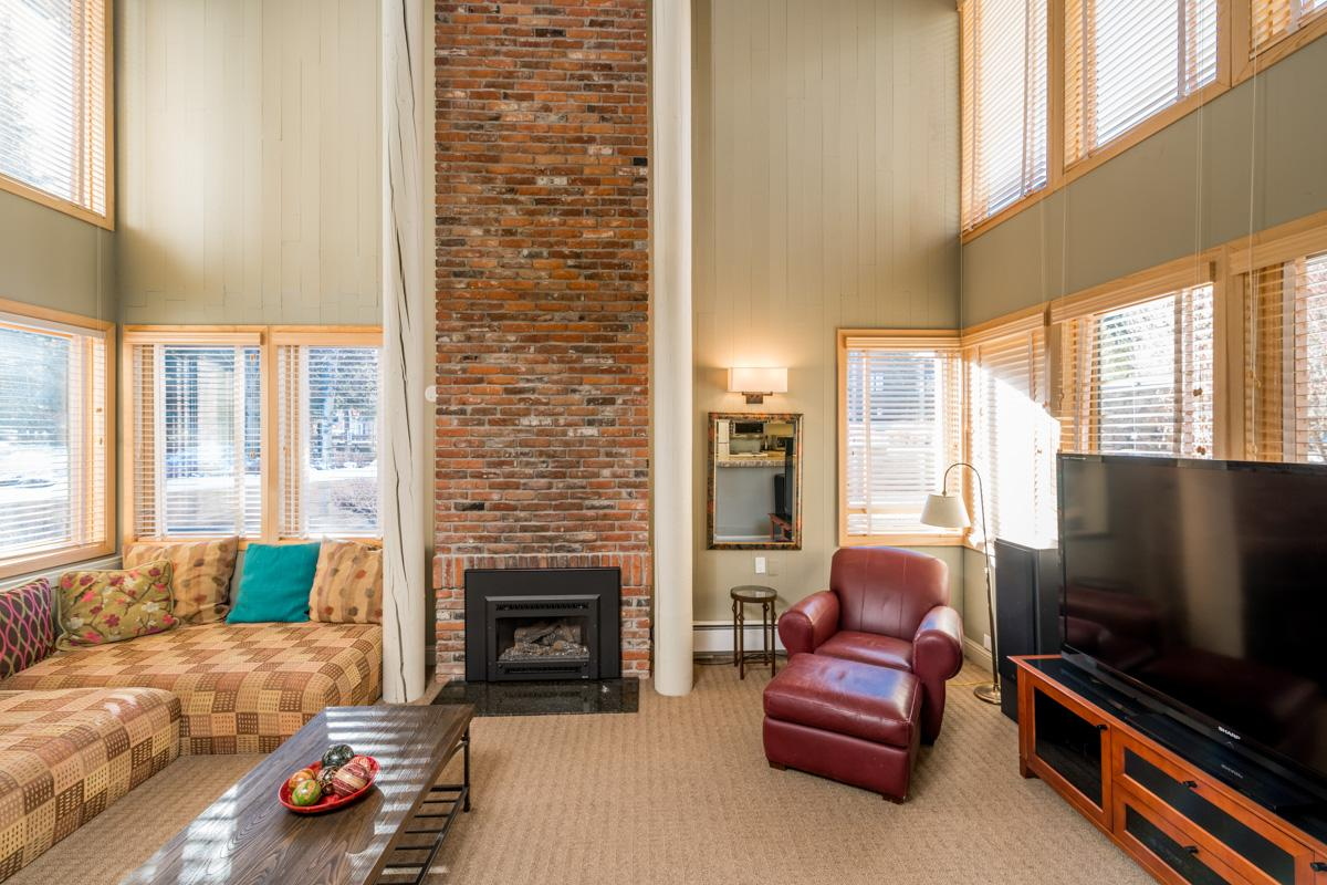 Bright, Cheery Condo on Warm Springs Creek, Near Slopes & Trails