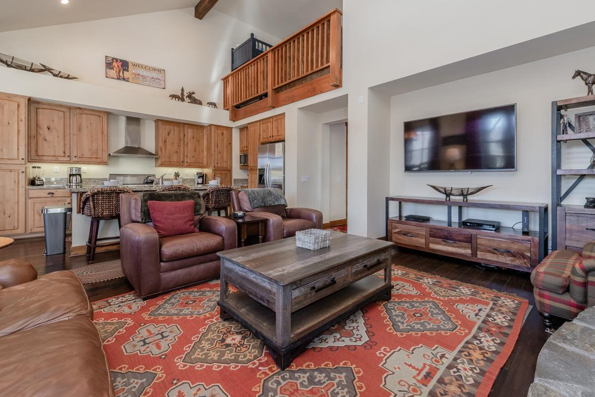 Upscale Townhome with Hot Tub on Snowcreek Golf Course