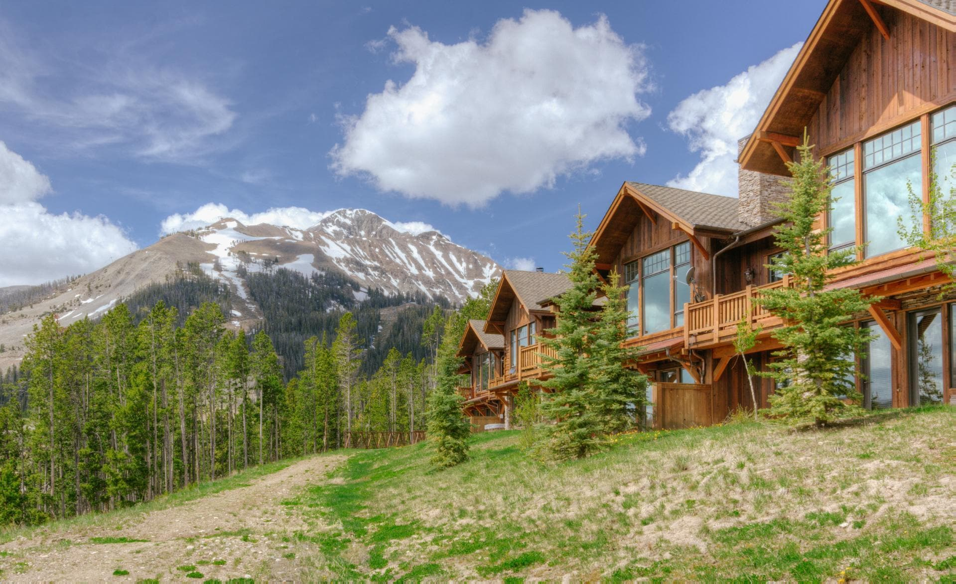 Luxury Suite with Ski Access, Deck and Private Hot Tub