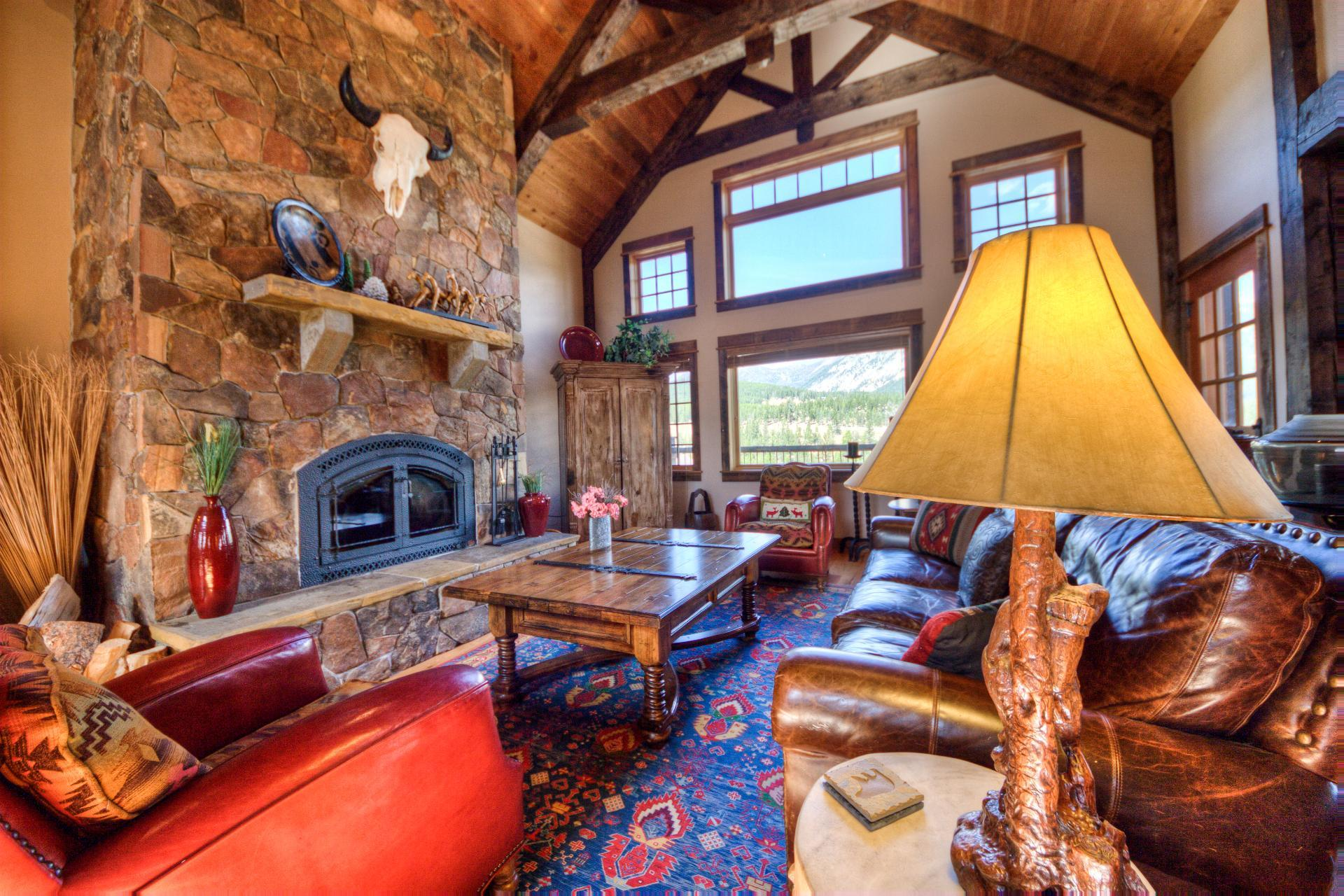 Private Lodge with Game Room and Yellow Mountain Views