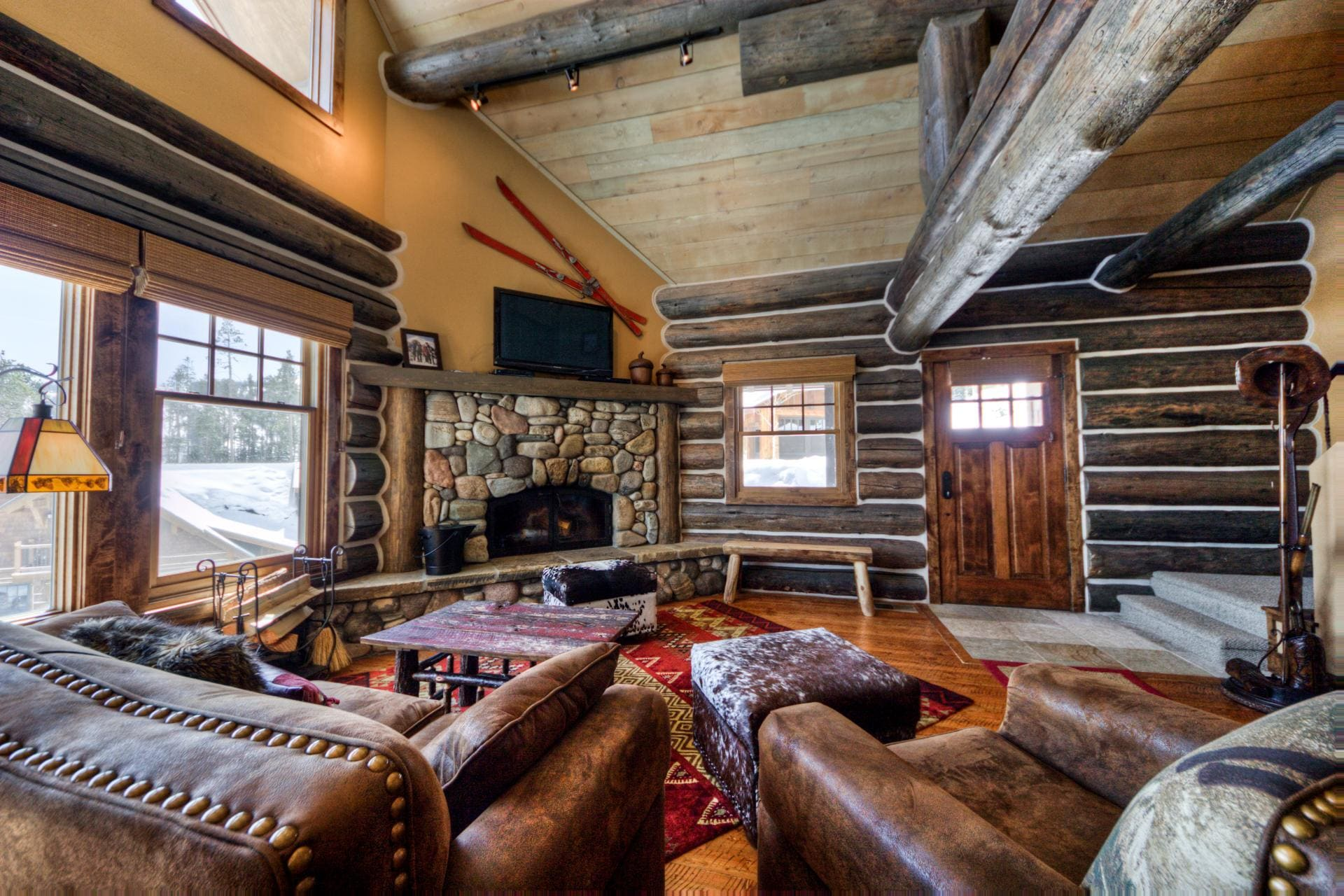 Charming Cabin with Private Hot Tub in Mountain Village