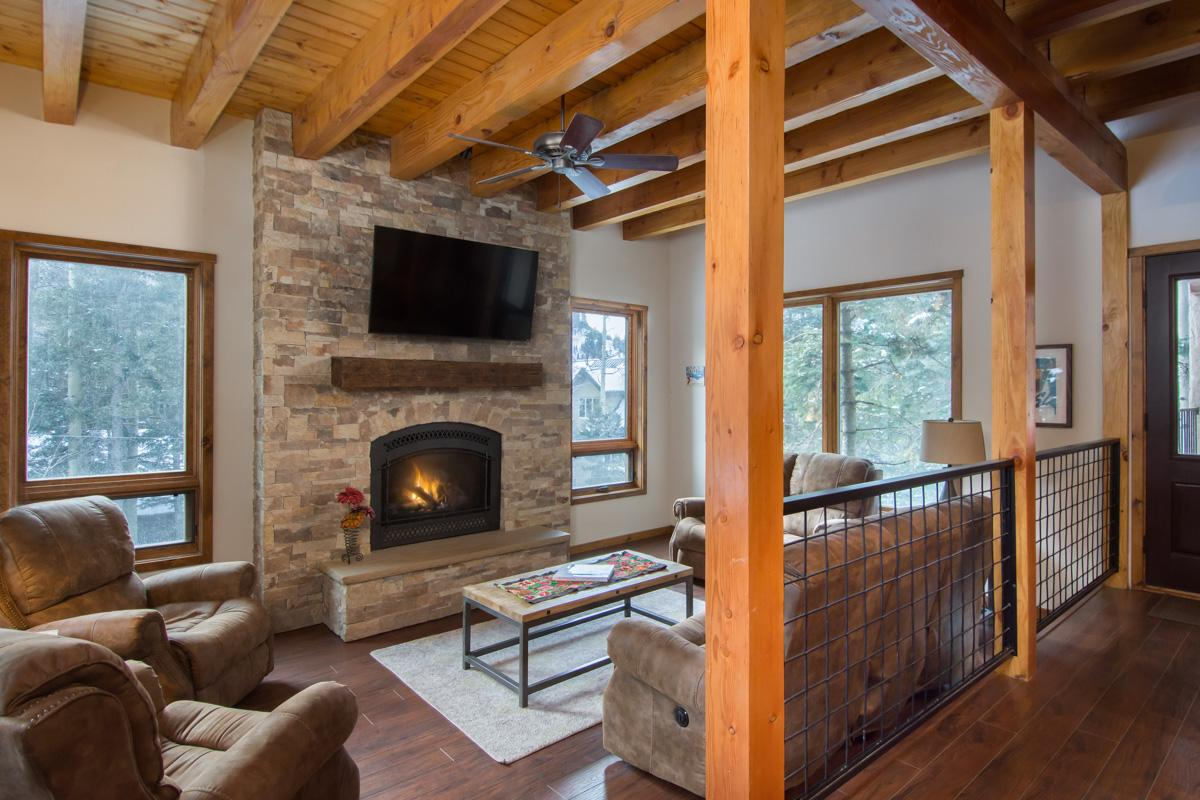Stylish Condo with Shared Hot Tub and Sauna near Slopes