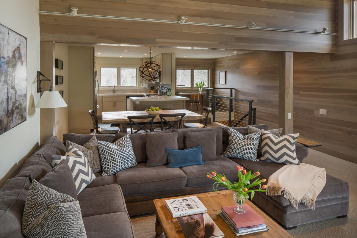 Tranquil Condo on Golf Course with Vintage Ski Accents