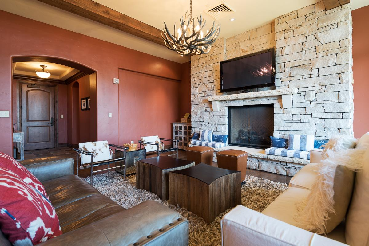 Chic Condo Steps from Chairlift with Lodge Amenities