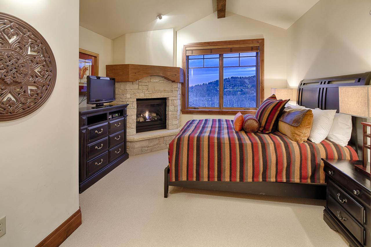 Charming, Open Condo on Ski Run with Two Fireplaces