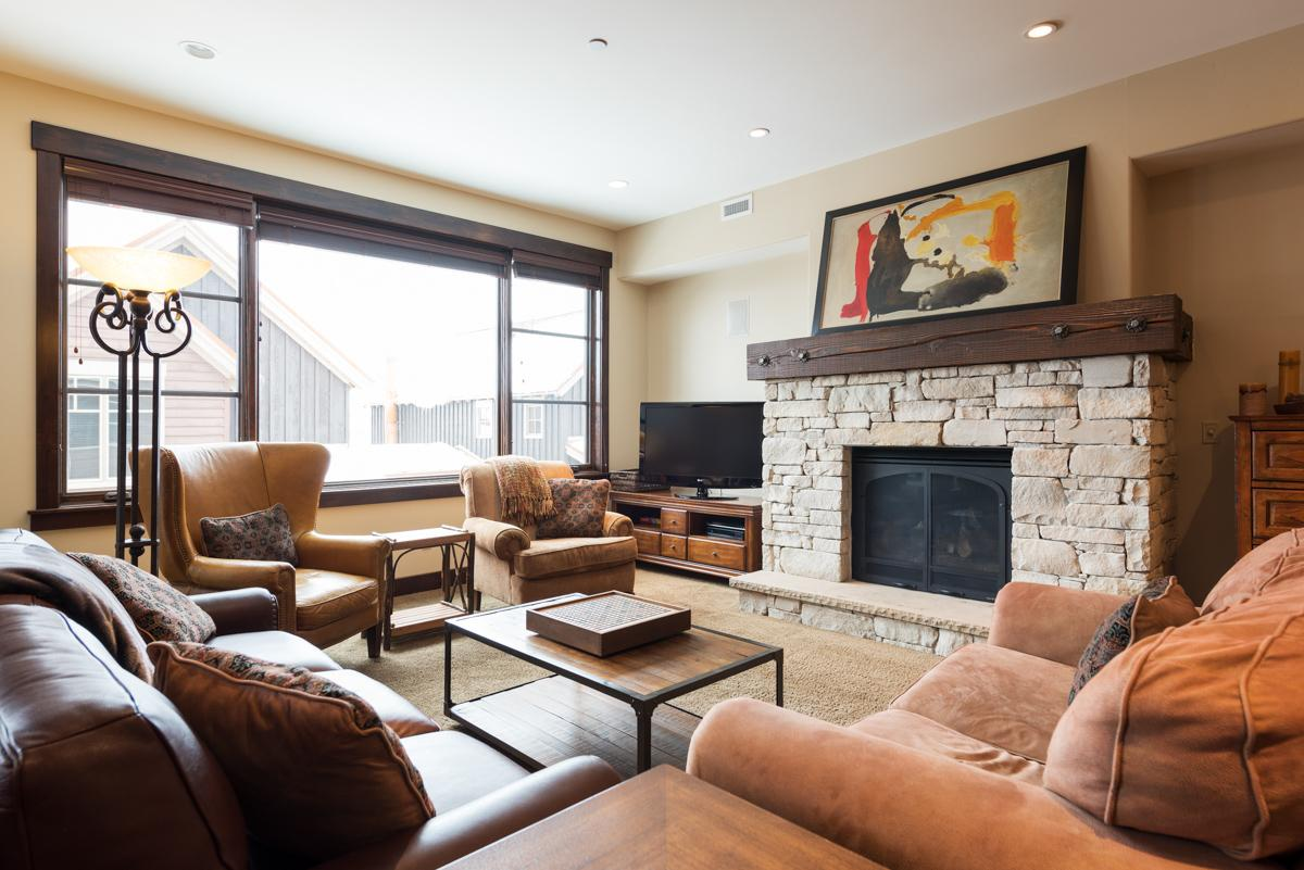 Property Image 1 - Charming Condo in Slopeside Community with Modern Art