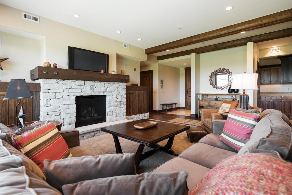 Property Image 1 - Mod, Slopeside Condo with Golf Course Views and Spa