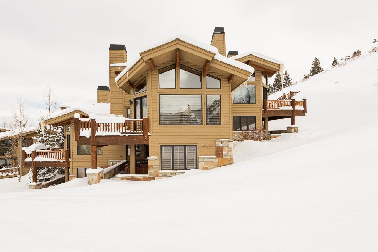 Ski-in, Ski-out Townhome with Modern Decor and Views