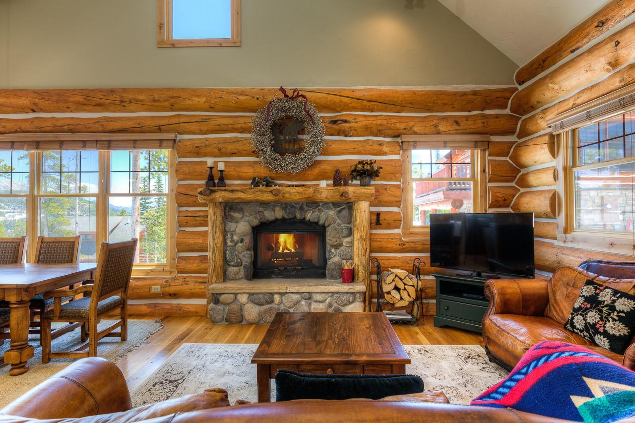 Charming Log Home with Spa Near White Otter Chairlift