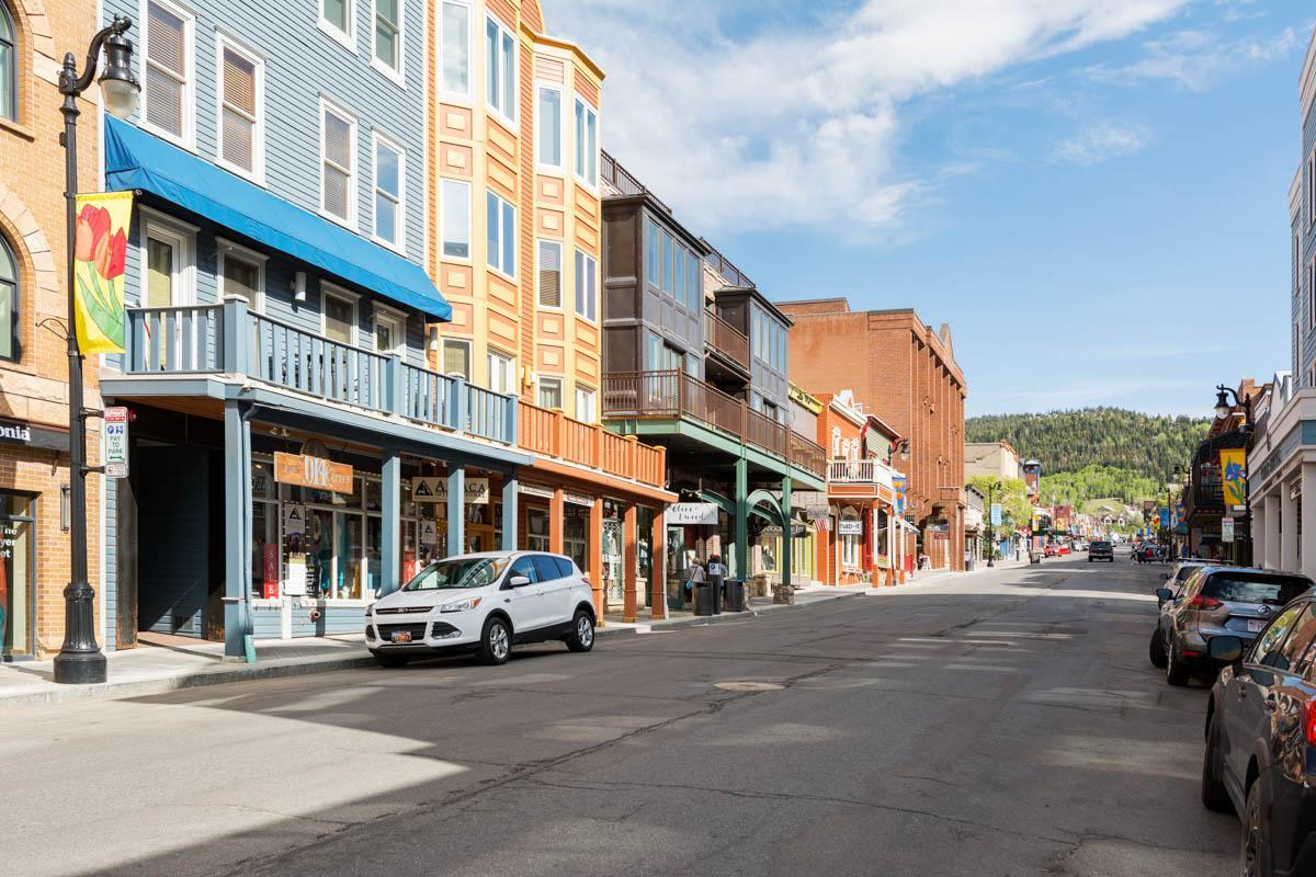 Upscale Condo on Main Street Park City with Theater